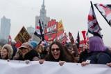 Czarny Piątek 2018. Czarny Protest w Warszawie [ZDJĘCIA] [WIDEO] Warszawa: Manifestacja kobiet przed Sejmem i marsz przed siedzibę PiS