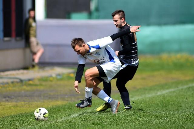 Wisłoka Niegłowice (na biało) przegrała 0:4 z Orłem Lubla.