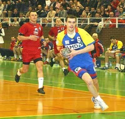 Michał Jurecki zdobył w Piekarach Śląskich pięć bramek. Więcej dla Chrobrego rzucił jedynie jego brat Bartosz.