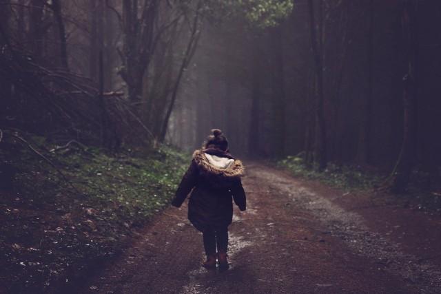 """W Polsce w zeszłym roku zaginęło prawie 3 tysiące dzieci do 17. roku życia. Teraz, w czasie epidemii, gdy większość Polaków pracuje zdalnie, a dzieci uczą się w domu, niestety dochodzi do eskalacji konfliktów rodzinnych – informuje Marlena Gajewska ze Stowarzyszenia Pomocy Rodzinom """"Nadzieja"""""""