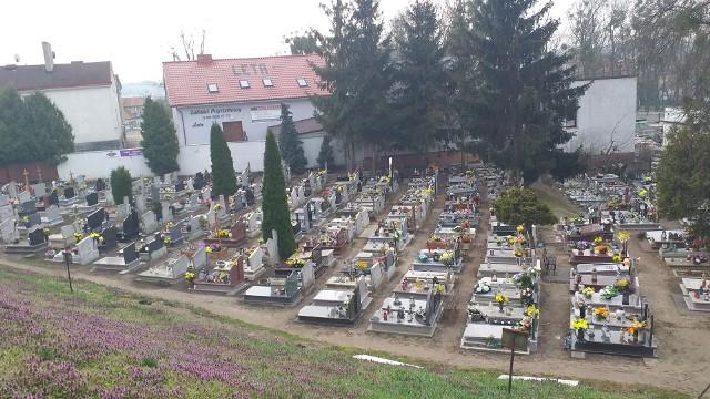 Podniesienie przez radnych stawek opłat cmentarnych nie dotyczy cmentarza parafialnego przy ul. Toruńskiej (na zdjęciu). Dotyczy tylko cmentarza komunalnego przy ul. Jastrzębskiego