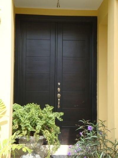 Jeśli w przedsionku mamy za mało światła, drzwi zewnętrzne mogą być częściowo przeszklone Używa się do tego celu szyb: podwójnych, potrójnych lub zespolonych.