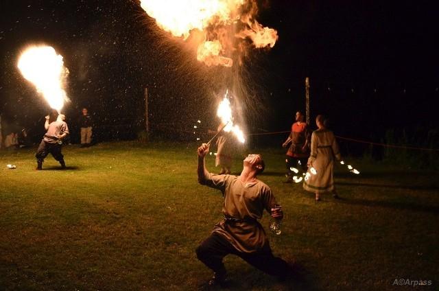 Zwieńczeniem imprezy był widowiskowy pokaz teatru ognia.