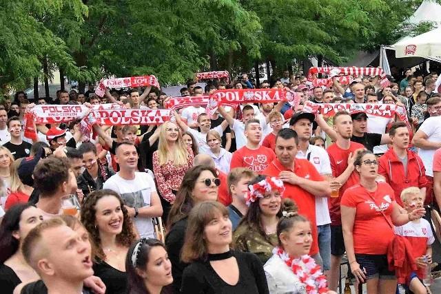 Strefa kibica na Małym Rynku podczas meczu Polska - Szwecja.