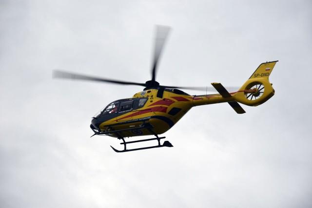 Ranny chłopiec został zabrany śmigłowcem LPR do szpitala w Poznaniu.