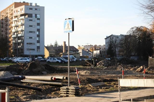 Prace związane z budową linii tramwajowej do Górki Narodowej prowadzone są m.in. w rejonie ul. Białoprądnickiej i Opolskiej.