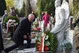 GORZÓW WIELKOPOLSKI. 9. rocznica katastrofy smoleńskiej. W Gorzowie o godz. 8.41 złożono kwiaty na grobach ofiar katastrofy [ZDJĘCIA]