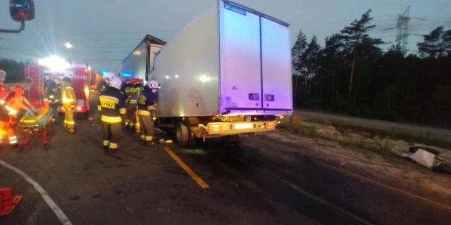 Tragiczny wypadek. Na remontowanym odcinku DK1 w miejscowości Szczepocice Rządowe, doszło do zderzenia dwóch pojazdów. Śmierć poniósł 32-letni kierowca jednego z nich.CZYTAJ DALEJ NA NASTĘPNYM SLAJDZIE