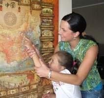 Tu będzie tata - Katarzyna Twardowska pokazuje małej Oli, gdzie mąż Marek będzie rywalizował o olimpijski medal