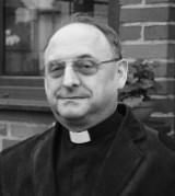 Tragiczna śmierć proboszcza parafii w Rozmierzy. Nie żyje zasłużony kapłan, ks. Andrzej Kowolik. Policja wyjaśnia przyczyny wypadku