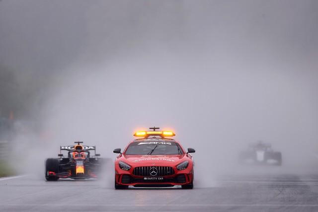 Verstappen zdobywcą Grand Prix Belgii po jeździe za samochodem bezpieczeństwa