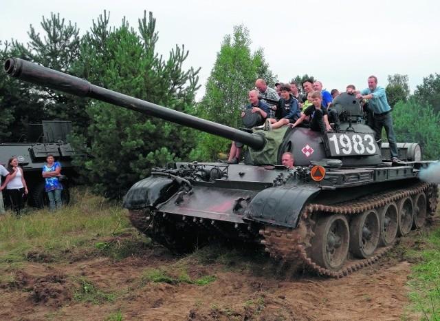 Chętni mogli przejechać się amfibią, transporterem opancerzonym lub czołgiem z Muzeum Sprzętu Wojskowego w Mrągowie