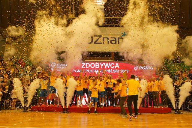 Tak piłkarze ręczni PGE Vive Kielce i ich kibice świętowali w poznańskiej Arenie zdobycie Pucharu Polski