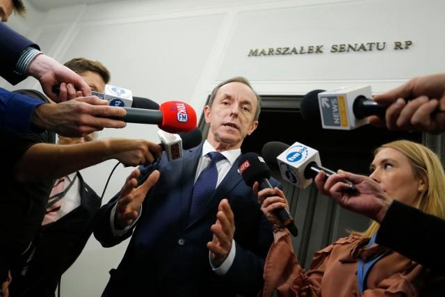 Prokuratura nie informuje o kogo chodzi, ale opinia publiczna od dawna już wie, że o Tomasza Grodzkiego, marszałka Senatu