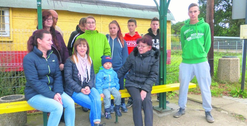 Mieszkańcy Suchej i Ługowa nie mogą zdążyć do pracy i szkoły. Przez rozkład jazdy- Czy wystąpić do dyrektorów szkół, żeby dzieci mogły się oficjalnie spóźniać? - pytają mieszkańcy