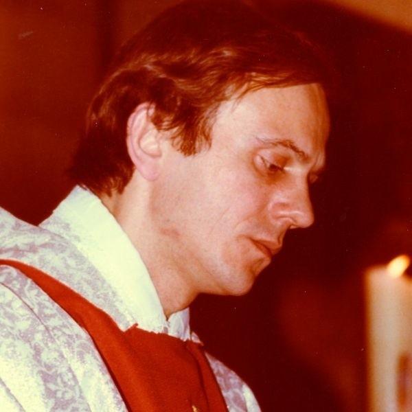 W czasie pogrzebu nie podano daty zgonu. Przyjaciele księdza Jerzego i proboszcz Bogucki od samego początku byli przekonani, że ksiądz Popiełuszko nie zginął 19 października, tylko później.