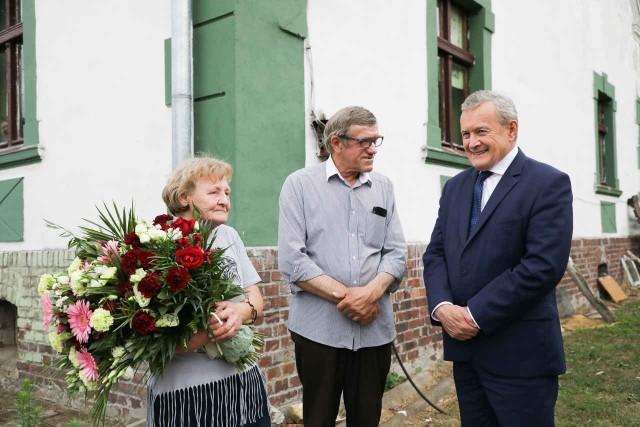 Wicepremier Piotr Gliński odwiedził rodzinny dom Olimpijczyka.