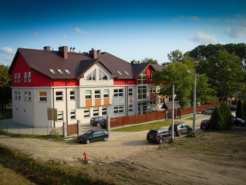 W Zespole Szkolno - Przedszkolnym w Cedzynie tradycyjnych lekcji nie będzie przynajmniej do 5 października.Takie obostrzenia podyktowane są względami bezpieczeństwa.