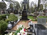 Białystok. Tydzień po pogrzebie ks. Zygmunta Lewickiego, żołnierza AK, na jego grobie nadal nie ma płyty. Leży na sąsiedniej mogile