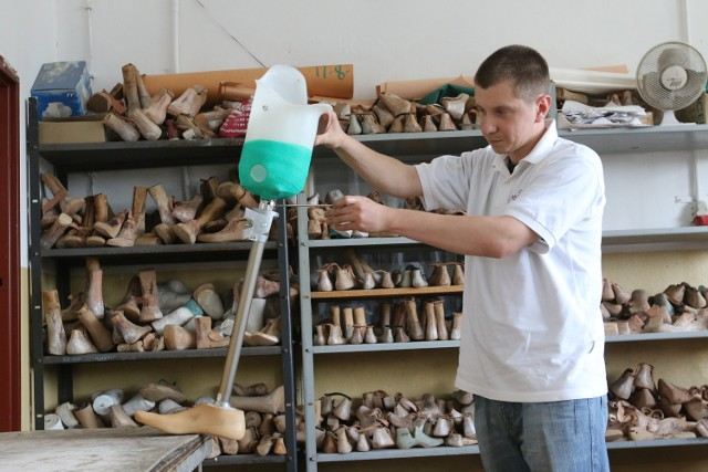 Bardzo dobra proteza kosztuje 20 tysięcy. 3 tysiące daje NFZ, resztę trzeba mieć.