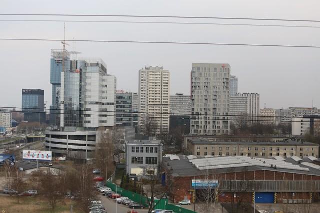 Widok z biurowców Face2Face na Katowice, kwiecień 2021.Zobacz kolejne zdjęcia. Przesuwaj zdjęcia w prawo - naciśnij strzałkę lub przycisk NASTĘPNE