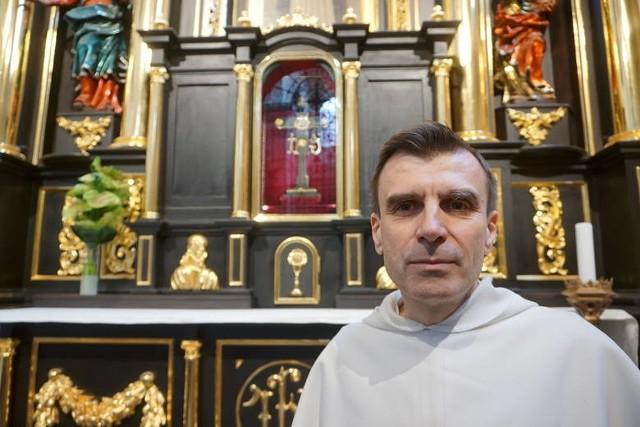 Ojciec Krzysztof Modras, przeor klasztoru dominikanów w Lublinie: - Relikwiarz był wykonany z utwardzonego srebra. Nie miał on większej wartości materialnej. Albo złodzieje nie mieli o tym pojęcia, albo kradzieży dokonali z pobudek religijnych lub kolekcjonerskich