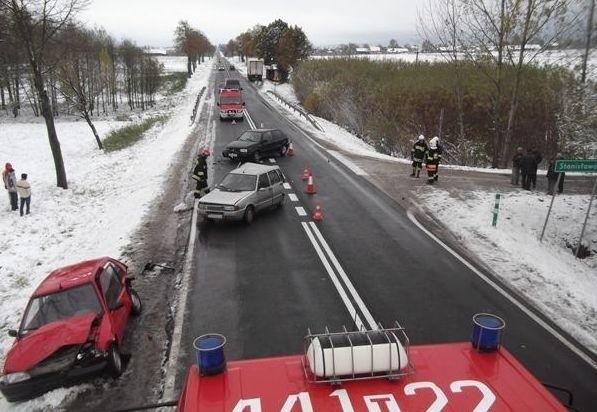 Na drodze w miejscowości Olszownica doszło do kolizji trzech aut.