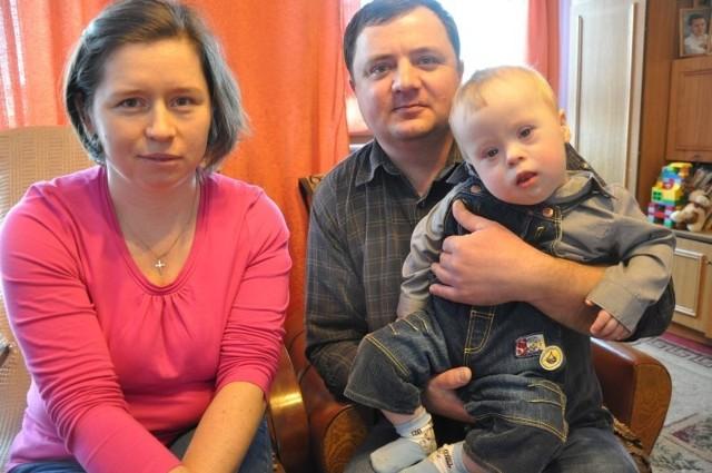 - Rodzice dzieci niepełnosprawnych są u nas pozostawieni sami sobie - skarżą się Beata i Marek Ochmannowie.