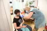 Sytuacja epidemiczna w Toruniu: mieszkańcy chętnie szczepią się trzecią dawką