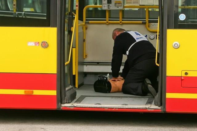 Apteczka w pojeździe MPK nie jest obowiązkowa, choć kierowcy muszą potrafić udzielać pierwszej pomocy
