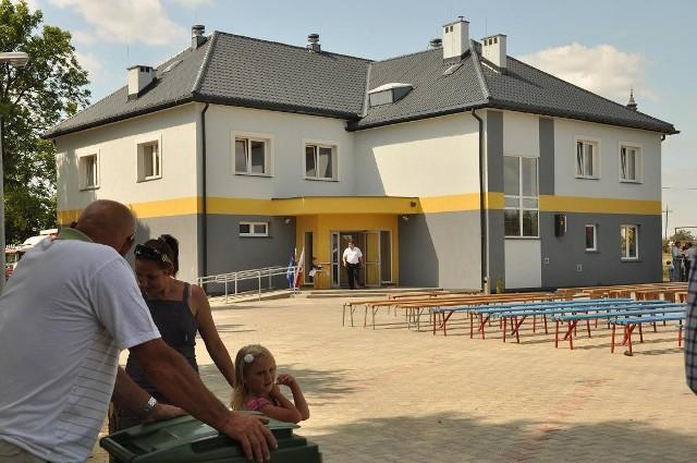 Świetlica wiejska w Topczewie to nie tylko odnowiona elewacja. To również odremontowane wnętrza, nowe sanitariaty, scena i dwie sale bankietowe