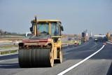 Budowa dróg. Nawierzchnia betonowa czy bitumiczna?