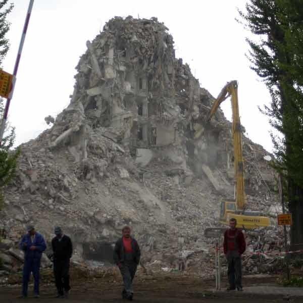 Firmie Semako i funduszowi Copernicus bardzo zależało na szybkim uchwaleniu miejscowego planu i wyburzeniu hotelu. Zapewniali radnych, że budowa będzie się mogła rozpocząć jeszcze pod koniec 2006 roku. Plan jest uchwalony, hotelu już prawie nie ma (patrz zdjęcie), a do rozpoczęcia budowa droga jeszcze daleka.