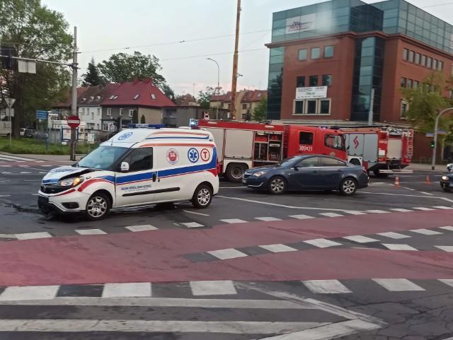 Wypadek na skrzyżowaniu ul. Powstańców Śląskich i Hallera 12.05.2021