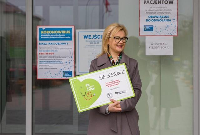 - Politechnika Białostocka to jedyna społeczność akademicka, która wsparła szpital - przypominała Beata Kropiewnicka, zastępca dyrektora ds. finansowych USK w Białymstoku. To ona odebrała czek od przedstawiciele uczelni.