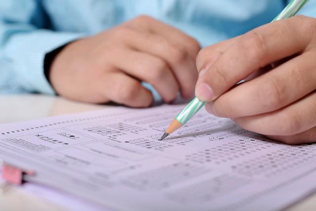 Rozmowa profesorów miała dotyczyć zdawalności egzaminów online. Ich zdaniem zalicza je znacznie więcej studentów niż egzaminy stacjonarne