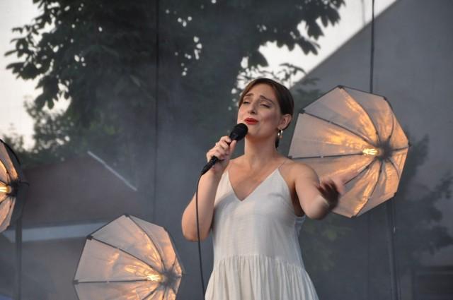 Anna Grzelak na scenie. W sierpniu koncert  w innym miejscu