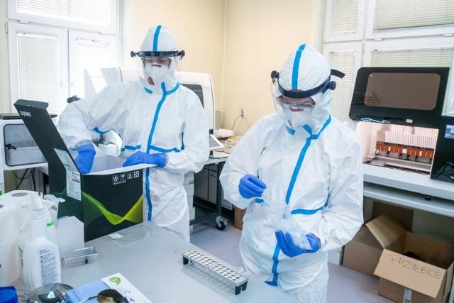 Wzrost liczby zakażeń koronawirusem w szpitalu w Puszczykowie.