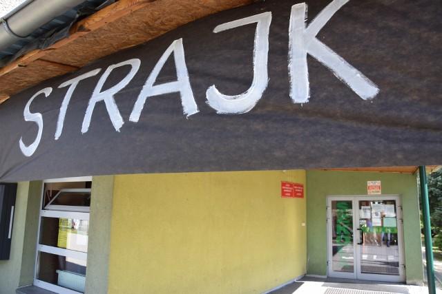 Strajk w szkole podstawowej nr 1 i w wygaszanym gimnazjum nr 1 w Oleśnie.