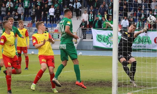 41 minuta meczu, Radomiak - Korona. Mateusz Radecki pokonał strzałem głową Marcela Zapytowskiego.