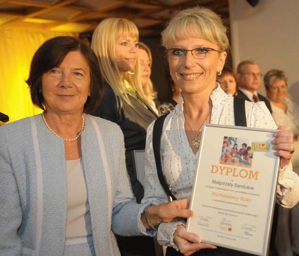 Małgorzata Sandułow otrzymała dyplom od Marii Kaczyńskiej.