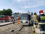 W Gdańsku wykoleił się tramwaj w sobotę 20.06.2020. Wypadł z szyn i uderzył w słup trakcyjny. Lekko ranni zostali pasażerowie