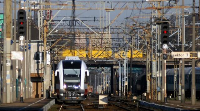 Remont trasy kolejowej z Poznania do Warszawy będzie dużym utrudnieniem dla pasażerów