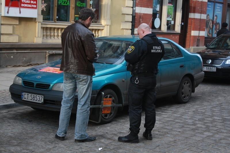 W Toruniu kwitnie handel punktami karnymi
