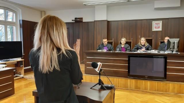 Daniel N. ze Strzelec Opolskich odpowiadał za usiłowanie zabójstwa, choć twierdził, że obrażenia jego żony powstały w wyniku nieszczęśliwego wypadku. Sąd Okręgowy w Opolu uznał jego winę i skazał mężczyznę na 10 lat więzienia. Apelacja potwierdziła słuszność tej kary.