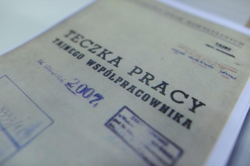 """Co zawiera teczka TW """"Bolek""""? Dokumenty do wglądu w IPN. Wałęsa wciąż zaprzecza, że współpracował"""