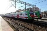 Wybierasz się w podróż pociągiem? Sprawdź, czy jest punktualny! Mamy raport o punktualności na kolei!