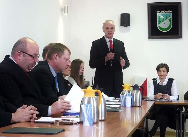 Radni zmniejszyli wysokość zarobków burmistrza Hajnówki