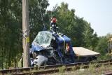Wypadek na przejeździe kolejowym w Miedniewicach. Samochód wjechał pod pociąg [ZDJĘCIA]