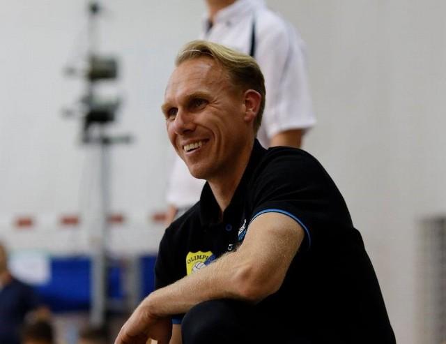Łukasz Chajec uśmiechnięty. Pokonał kandydata do awansu